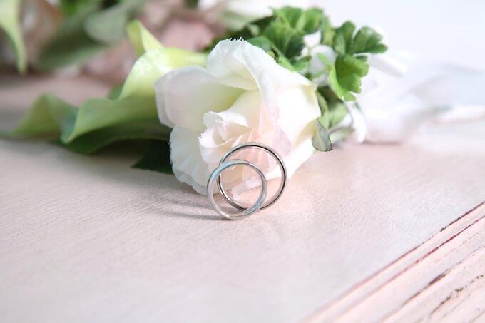 今さら聞けない!?婚約指輪と結婚指輪の違いとは