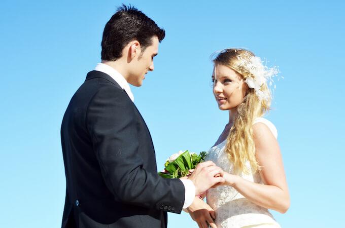 結婚指輪は結婚式場が決まった後に準備