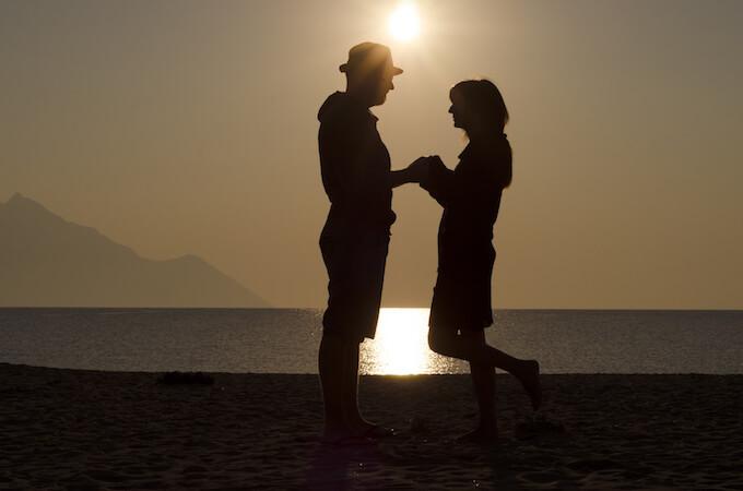 夕日のカップル