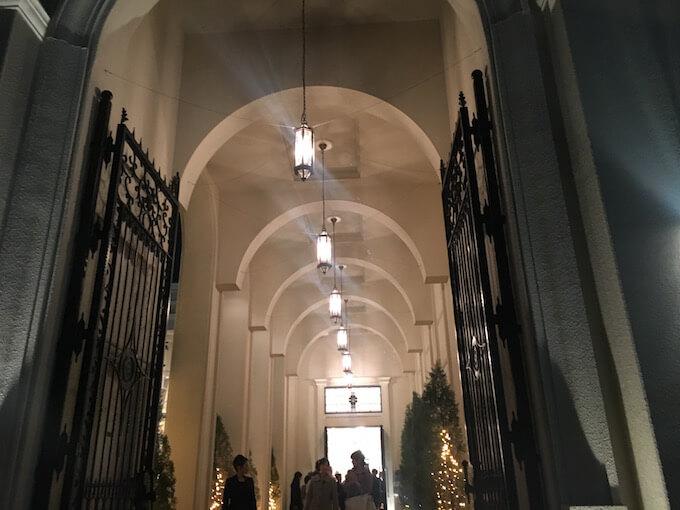 館内の入り口