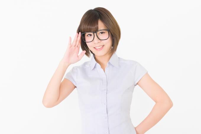 眼鏡の女性